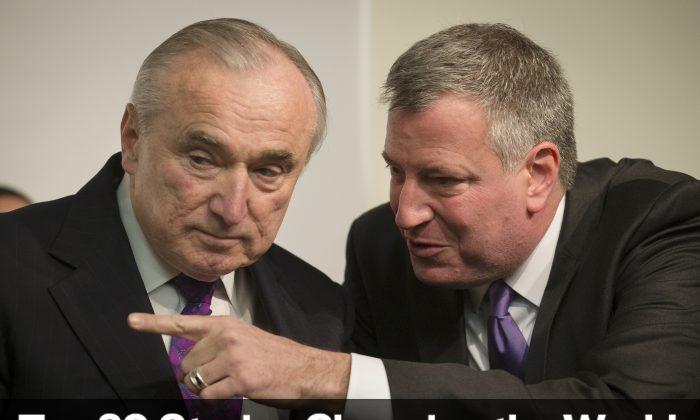 William Bratton, newly-named New York police commissioner (L), speaks with Mayor-elect Bill de Blasio Dec. 7, 2013. (John Minchillo/AP)