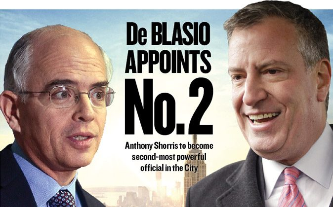 Anthony Shorris (L), first deputy mayor, and Bill de Blasio, New York City mayor-elect.
