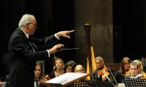 Conductor Uses Music to Teach Leadership Behavior