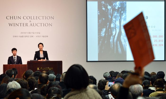 K Auction conducted an auction on Dec. 11th, 2013, of seized artworks owned by former South Korean President Chun Doo-Hwan's family. (Newsis)