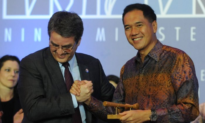 Indonesia's Trade Minister Gita Wirjawan (R) shakes hands with WTO Director-General Roberto Azevêdo (L) after the final agreement before the closing ceremony of the WTO conference on Bali on Dec. 7, 2013. (Sonny Tumbelaka/AFP/Getty Images)