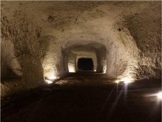 Tunnels under Rome. (Sotterranei di Roma)