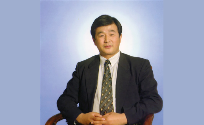 Mr. Li Hongzhi, the founder of Falun Dafa, a Chinese spiritual practice. He received a number of letters of greeting on the occasion of the New Year. (Minghui.org)