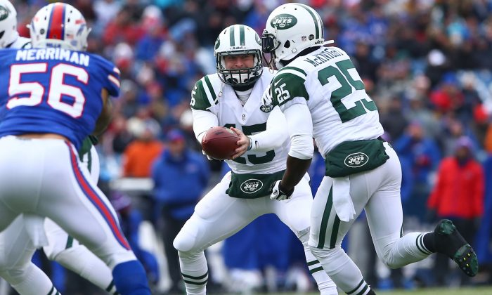Tim Tebow #15 of the New York Jets hands the ball off to Joe McKnight #25 during an NFL game against the Buffalo Bills at Ralph Wilson Stadium on December 30, 2012 in Orchard Park, New York. (Tom Szczerbowski/Getty Images)