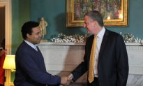 NY Mayor Bill de Blasio Greets New Yorkers at Gracie Mansion
