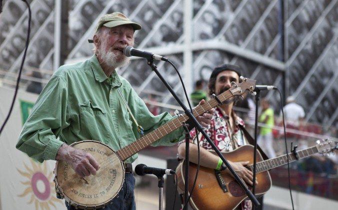Folk singer Pete Seeger, left, died. Bob Seger did not. (Samira Bouaou/Epoch times)