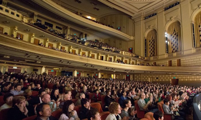 Shen Yun Performing Arts' audience at San Francisco's War Memorial Opera House. (Rachel Tso/Epoch Times)