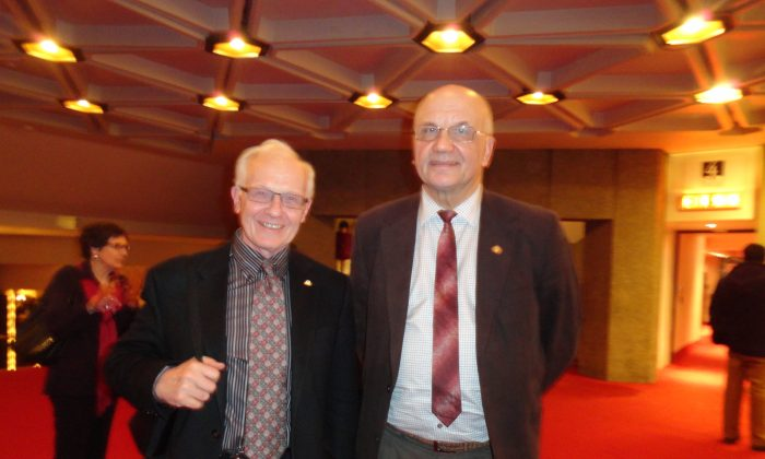 Renowned Physicists Celebrate Longtime Friendship at Shen Yun