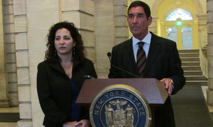 State Sen. Diane Savino (D-Brooklyn, Staten Island) and state Sen. Majority Co-Leader Jeffrey Klein (D-Bronx, Westchester) speak in support of Mayor Bill de Blasio's plan to expand universal pre-K education at New York City Hall, Jan. 5, 2014. Klein and the Independent Democratic Conference released a report projecting pre-K could benefit the city by as much as $3.5 billion. (Tianna Ren/Epoch Times)