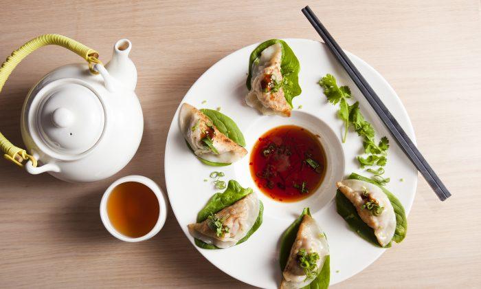 Pan-fried dumplings. (Samira Bouaou/Epoch Times)