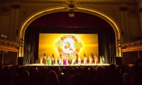 Theatre Videographer Loves Shen Yun's Projected Backdrops