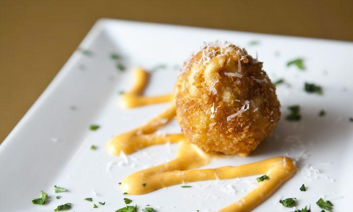 Mac 'n' cheese croquettes. (Samira Bouaou/Epoch Times)