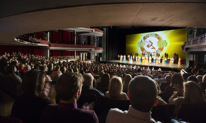COO Coos About Shen Yun's Dancers