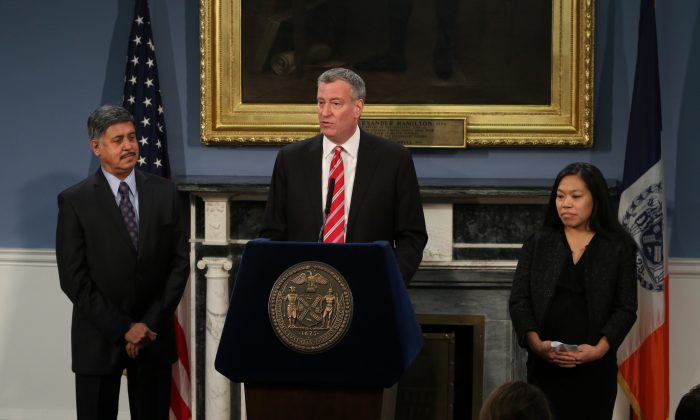 Mayor Bill de Blasio appointed Maria Torres-Springer (R) as commissioner of the Department of Small Business Services, and Dr. Ramanathan Raju as commissioner of Health and Hospitals Corporation, Jan. 21. (Allen Xie).