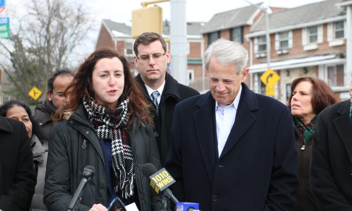 New York state Assemblywoman Nily Rozic and Rep. Steve Israel (D-NY) at a press conference in Douglaston, Queens, New York, Jan. 27, 2014. (Allen Xie)