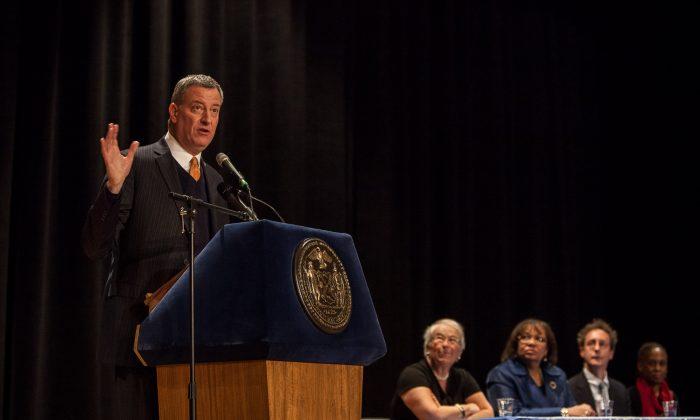 New York City Mayor Bill de Blasio addresses school principals at the Brooklyn Technical High School in Fort Greene, Brooklyn, New York, Jan 29, 2014. (Petr Svab/Epoch Times)