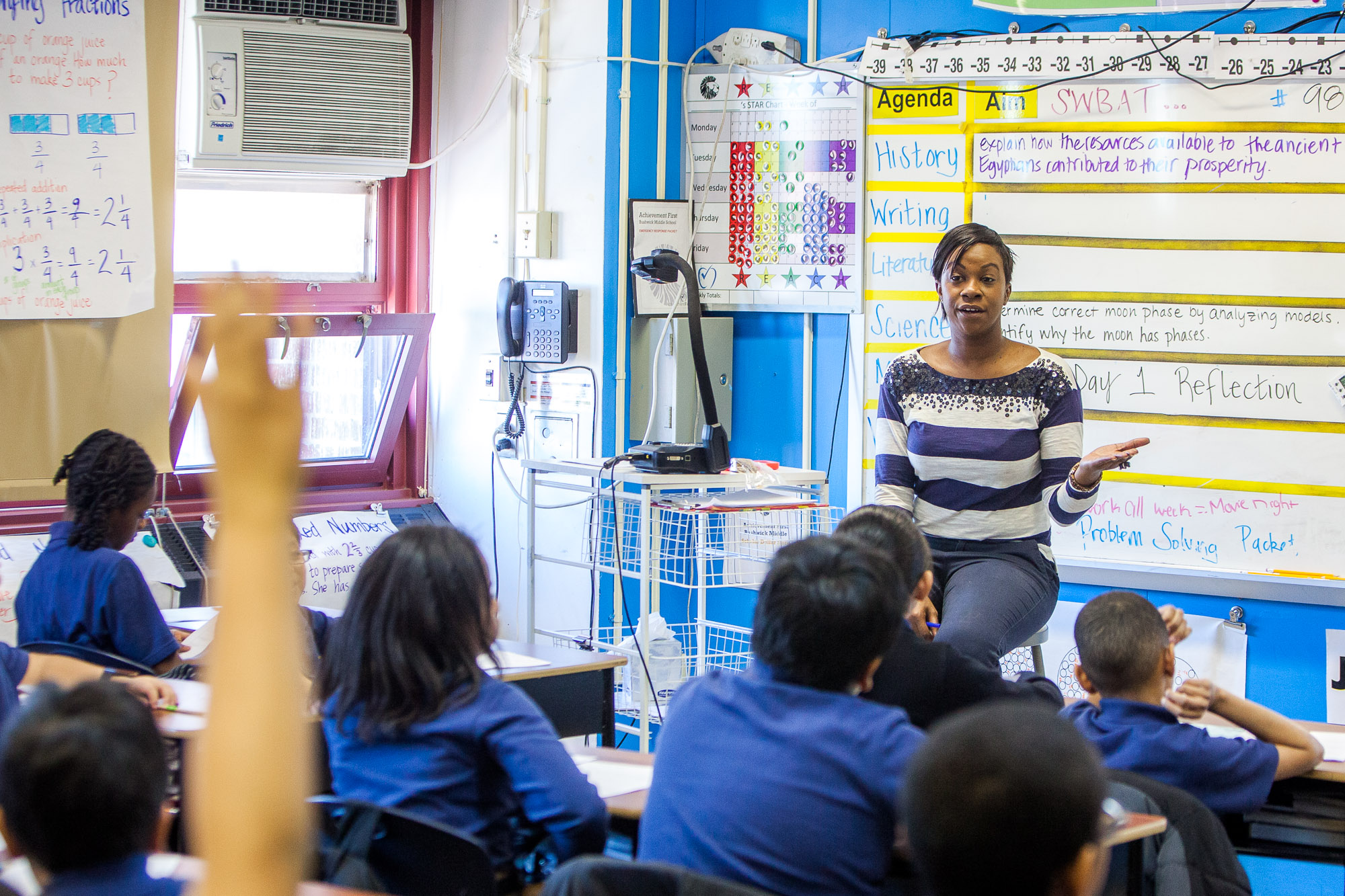 Zakia Cox teaches fifth-grade homeroom class at Achievement First Bushwick charter school in Brooklyn, Jan 30. (Petr Svab/Epoch Times)