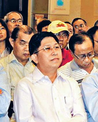 The new Ming Pao chief editor, Malaysian Chinese Chong Tien-siong, is a crony of Ming Pao's owner, Malaysian businessman Tiong Hiew King and has led Malaysian Chinese media delegates to visit the CCP mouthpiece Xinhua News Agency. He has been an advocate of the CCP's national education in Hong Kong. Chong Tien-siong (Internet Photo)
