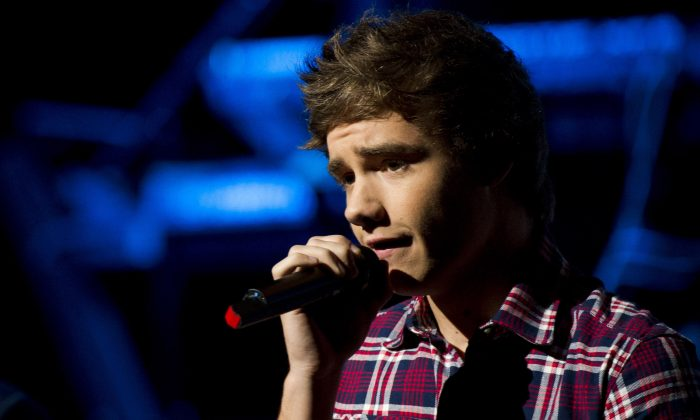 """This is a Saturday, May 26 2012 file photo of One Direction member Liam Payne as heperforms in concert, in New York.   Payne said Wednesday Jan. 15, 2014 that  he is sorry for being """"stupid and irresponsible""""  after standing on the ledge of a high-rise with a city that appears to be London behind him.(AP Photo/Charles Sykes, File)"""