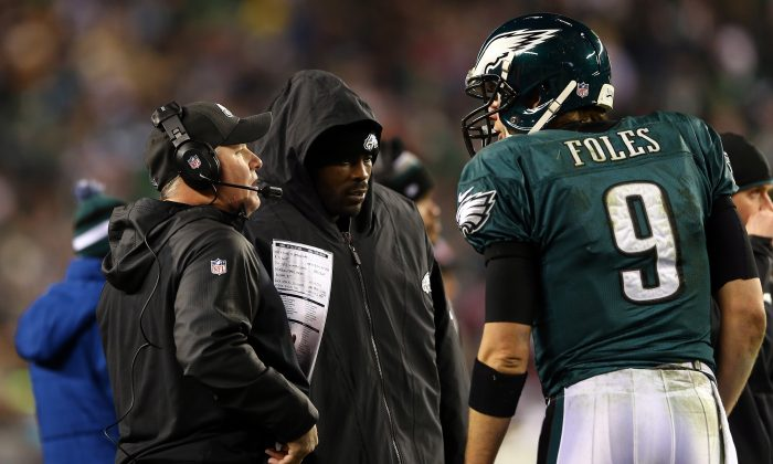 Nick Foles #9 of the Philadelphia Eagles talks with head coach Chip Kelly and teammate Michael Vick #7 on the sidelines against the New Orleans Saints during their NFC Wild Card Playoff game at Lincoln Financial Field on January 4, 2014 in Philadelphia, Pennsylvania. (Elsa/Getty Images)