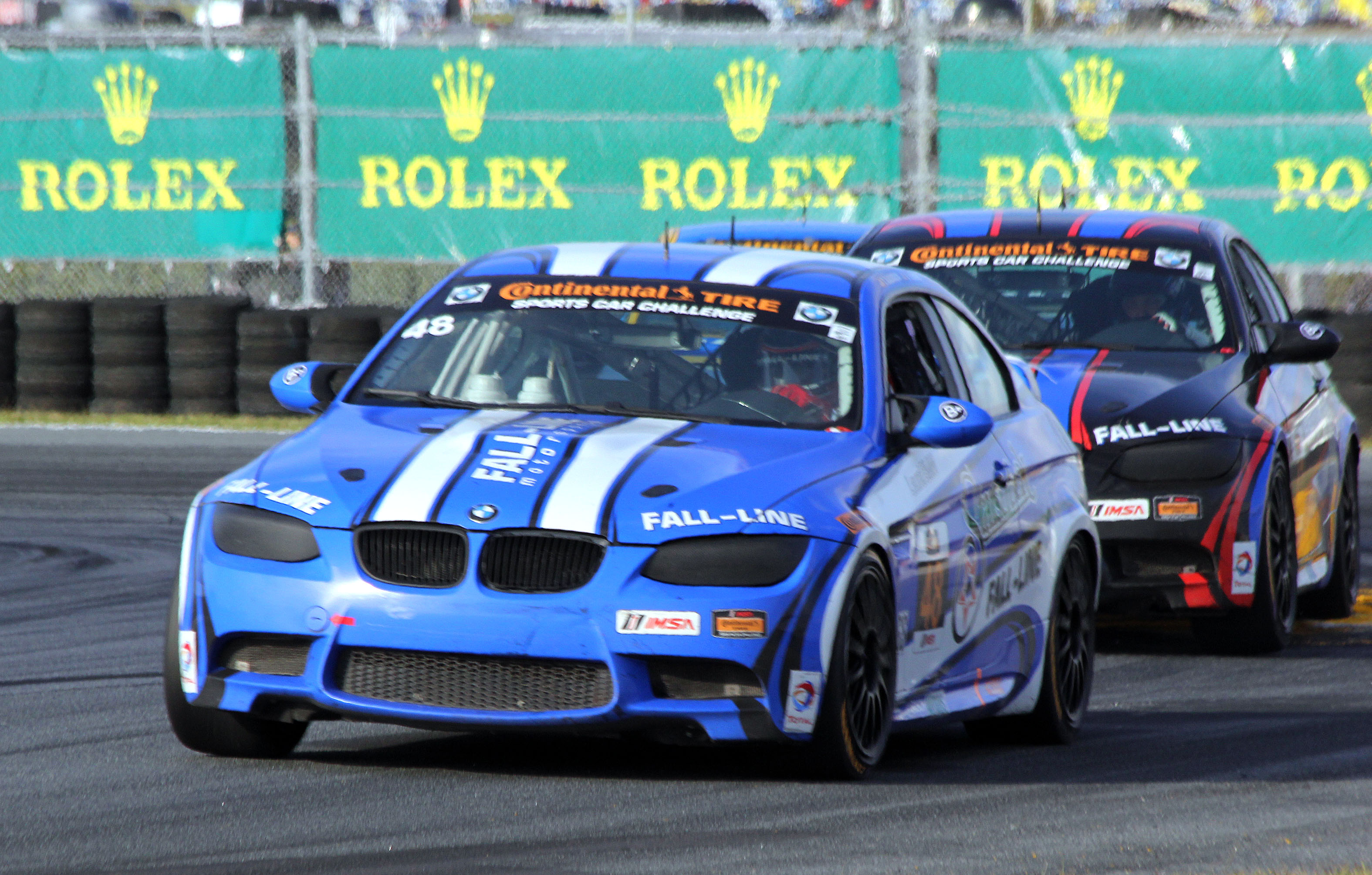 Shelby Blackstock holds off the #46 Fall-Line BMW late in the closing laps of the BMW 200. (Chris Jasurek/Epoch Times)