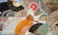 """Secret"" Language of Hand Fans"