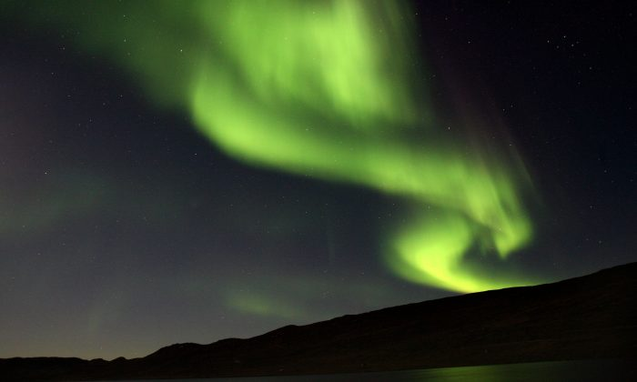 A solar flare is hitting the Earth this week and that means the Aurora Borealis, also known as the Northern Lights, may appear in London, Washington, Oregon, New Jersey, and New York.   (Uriel Sinai/Getty Images)