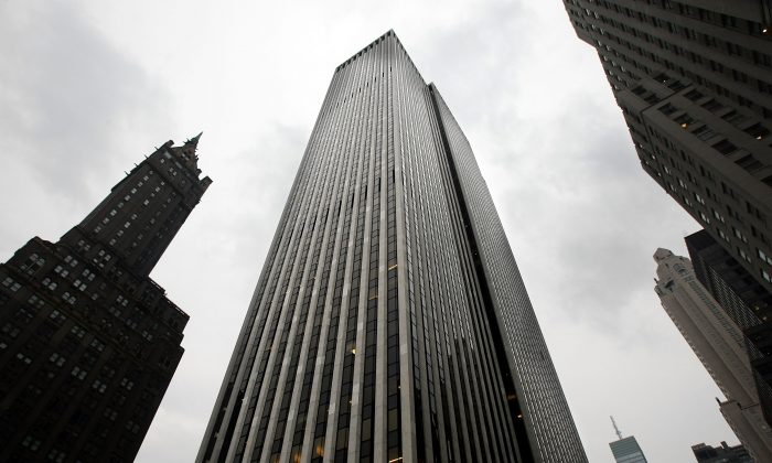 The General Motors Building in midtown Manhattan in 2008 in New York City.  SOHO China Limited, a Chinese real estate developer, bought a 40 percent stake in New York's GM building for US$700 million in June 2013. (Mario Tama/Getty Images)