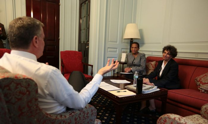 Mayor de Blasio chats with Mary Bassett, who he appointed to lead the Department of Health, and Rose Pierre-Louis, who he appointed to lead the Mayor's Office to Combat Domestic Violence, at New York City Hall on Jan, 16, 2014. (Courtesy of Mayor's Office)