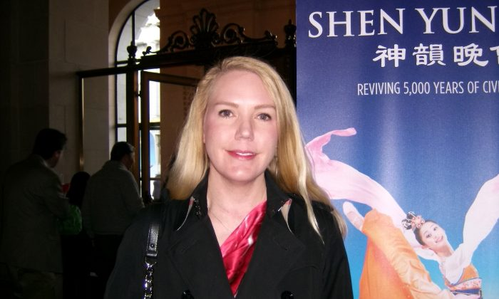 Elizabeth Pande attends Shen Yun Performing Arts at the War Memorial Opera House, on Jan. 5. (Lily Yu/Epoch Times)