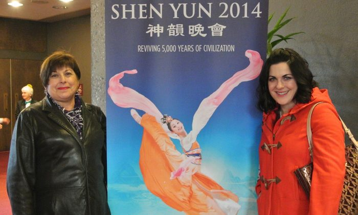 Suzette Leger (R) and Jeanette Leger enjoy Shen Yun Performing Arts at the Sacramento Community Center Theater, Jan. 15. (Flora Qu/Epoch Times)