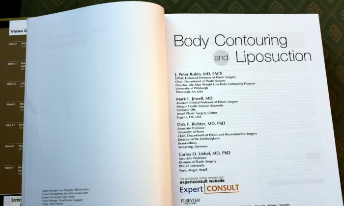 BODY CONTOURING AND LIPOSUCTION presents the latest techniques with photographs and text as well as video clips accessible to mobile device or tablet users. (Myriam Moran copyright 2014)