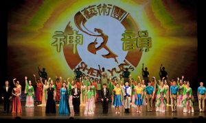 Elected Officials Welcome Shen Yun Back to Dallas-Fort Worth