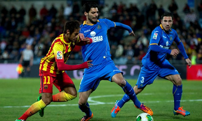 Neymar Jr. (L) of FC Barcelona competes for the ball with Angel Lafita (R) of Getafe CF during the Copa del Rey Round of 8 second leg match between Getafe CF and FC Barcelona at Coliseum Alfonso Perez in Getafe, Spain, on Jan. 16, 2014. (Gonzalo Arroyo Moreno/Getty Images)