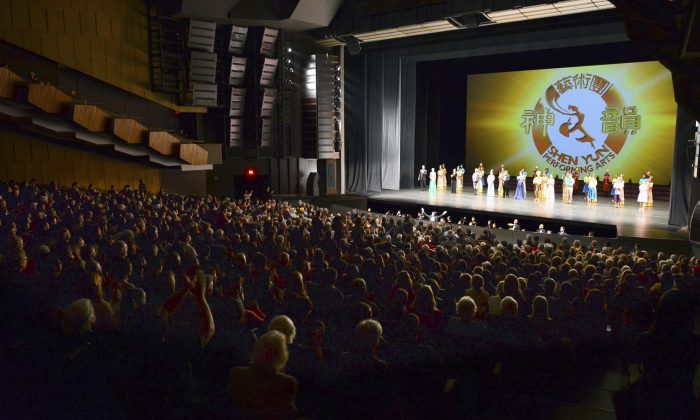 The Shen Yun cast bids farewell to the audience at the Queen Elizabeth Theatre at the close of the company's performance in Vancouver on the afternoon of Jan. 25, 2014. (NTD Television)