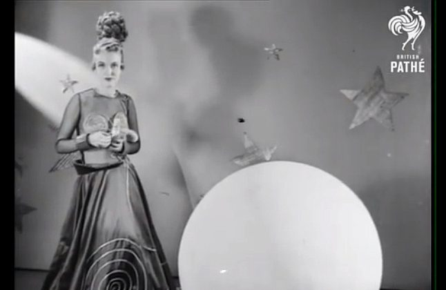 Video from 1939 in which  American designers imagine futuristic fashion, the fashion of 2000 and beyond.  (British Pathé/YouTube)