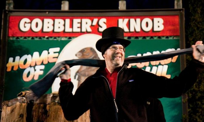 "GROUNDHOG DAY: Stephen Tobolowsky prepares to do the whistling bellybutton trick of ""Groundhog Day"" movie-lore, in Punxsutawney, Pa., on Groundhog Day, Feb 2, 2010. (Jan Jekielek/The Epoch Times)"