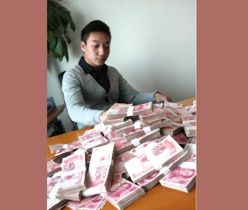 A young man in China posted an online ad offering over $165,000 for a girlfriend for a week. (Screenshot/iWeju/Epoch Times)