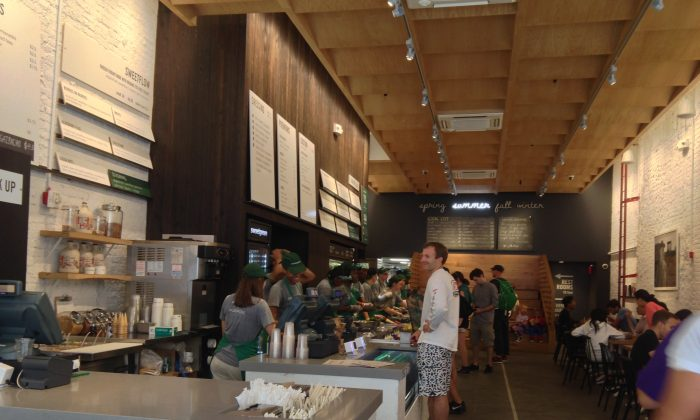 The interior of Sweetgreen after it opened in Midtown Manhattan, New York, summer 2013. (Charlotte Cuthbertson/Epoch Times)