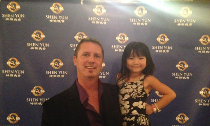 Jeff Neugebauer enjoyed Shen Yun Performing Arts with his young daughter at the War Memorial Opera House, Jan. 4. (Vicky Jiang/Epoch Times)