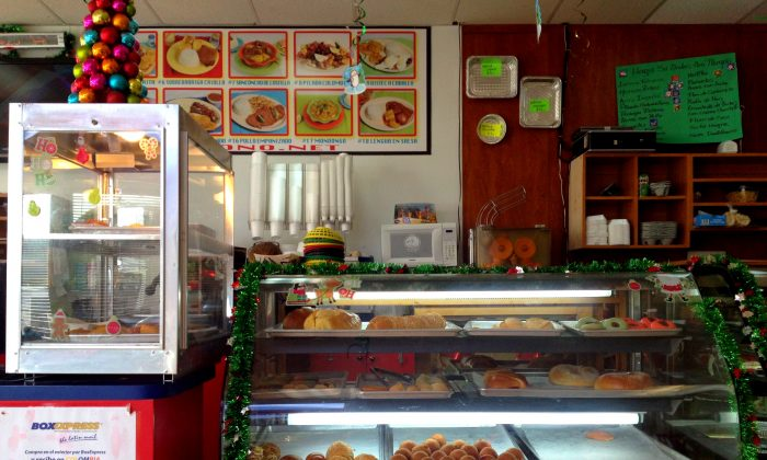 January, 2014 - Hialeah, FL - Rico Pan de Bono specializes in Colombian dishes and pastries. (Tan Chan/EpochTimes)