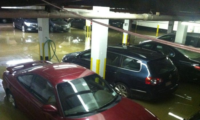 Water main break at 13th Street and 5th Avenue floods garage, New York City, Jan. 15 (Genevieve Belmaker/Epoch Times)