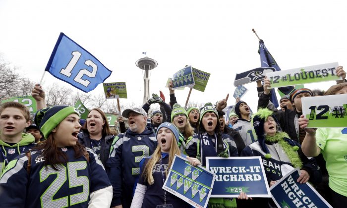 Seattle Seahawks fans cheer at a rally for the team near the Space Needle Wednesday, Jan. 29, 2014, in Seattle. (AP Photo/Elaine Thompson)
