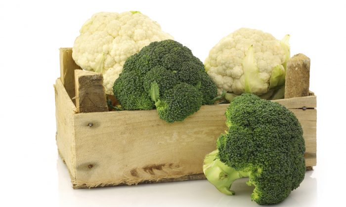 Cruciferous vegetables like broccoli and cauliflower can help reduce inflammation associated with osteoarthritis. (Peter Zijlstra/photos.com)