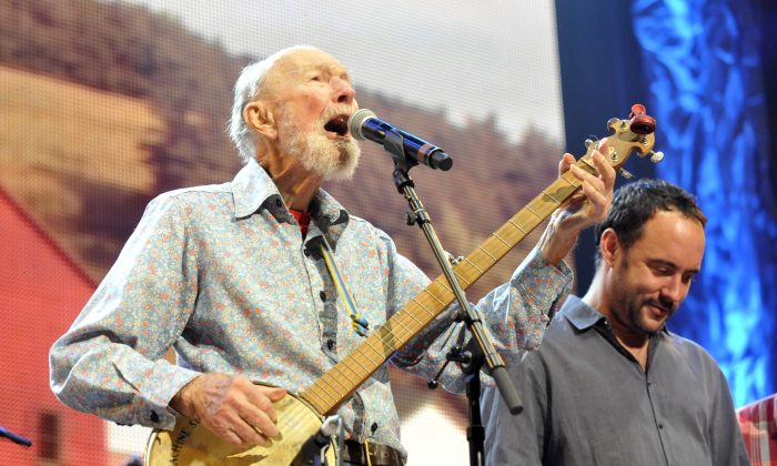 Pete Seeger and Dave Matthews perform during the Farm Aid 2013 concert in Saratoga Springs, N.Y., on Sept. 21, 2013. (Hans Pennink/AP)