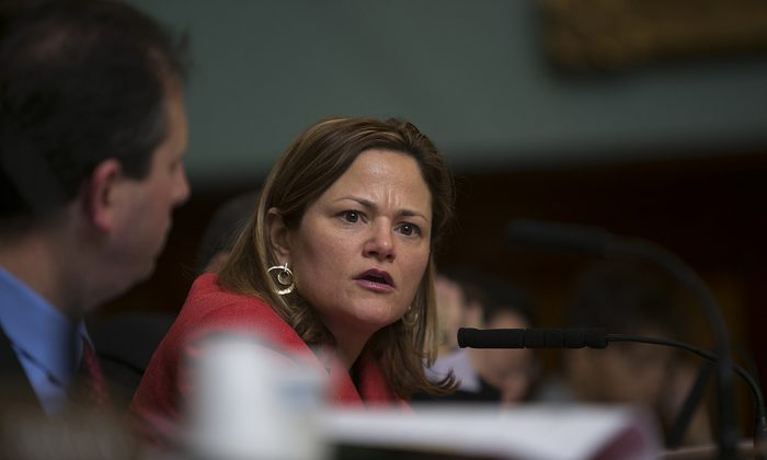 New York City Council Speaker Melissa Mark-Viverito asks Mark Peters a question during a public hearing on the mayor's nomination of Peters to head the Department of Investigations Jan. 30, 2014. City Council approved his nomination at the state meeting Feb. 4. (William Alatriste/NYC Council)