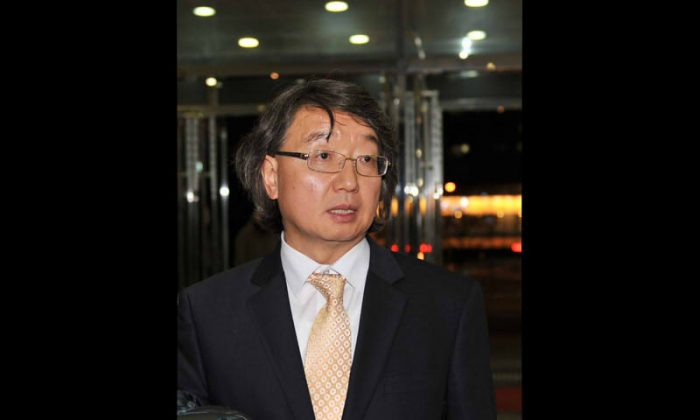 Dr. Choi Woo-Won, professor of Philosophy at the Pusan National University, says that Shen Yun points out the path to hope, after seeing Shen Yun Performing Arts in South Korea, on Feb. 17, 2014. (Cheng Renquan/Epoch Times)