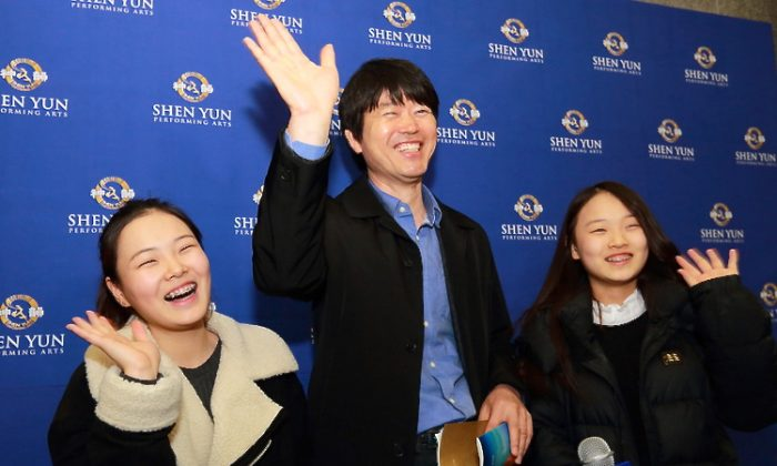 Park Soo-Kwan, master singer of Korean Classics, took his students to see the last performance in South Korea by Shen Yun Performing Arts International Company, on Feb. 17. (Quan Yu/Epoch Times)