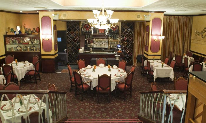 Rossini's, an Old World-style Italian restaurant, features an expansive, multi-level dining room. (Samira Bouaou/Epoch Times)