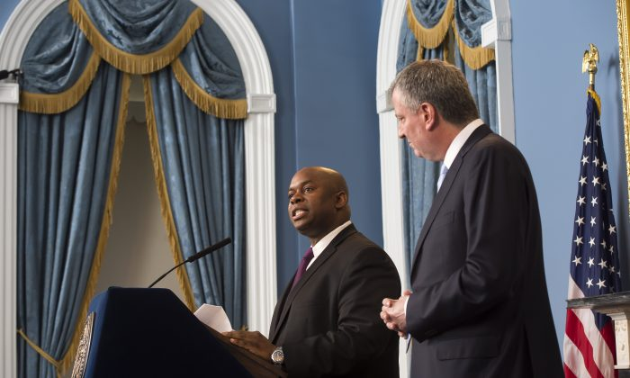 Richard Buery (L), the deputy mayor for strategic policy initiatives, at a press conference with Mayor Bill de Blasio at New York City Hall, Feb. 4, 2014. (Rob Bennett/Mayor's Office)